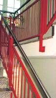 Treppengeländer pulverbeschichtet mit Edelstahlhandlauf